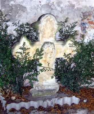 croix du fronton du temple de Sète, tombée lors d'une tempête